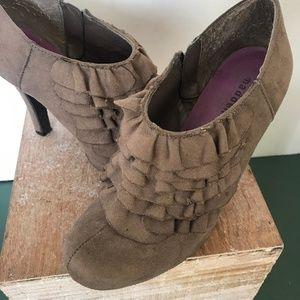 Madden Girl Taupe Suede Wedge Stilettos